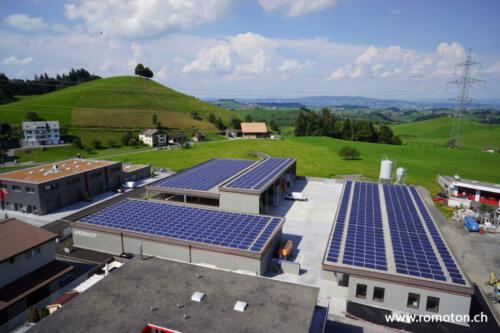 Einwohnergemeinde Menzingen2016 folgte das Grossprojekt auf dem Dach des Werk- und Ökihof in Menzingen.Durchschnittliche Stromproduktion 280'000 kWh/Jahr